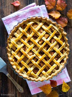 Omenapiirakka - apple pie on yksi suosituimmista amerikkalaisista piirakoista. Sen resepti on yksinkertainen, jolloin omenan maku pääsee oikeuksiinsa. Apple Pie, Waffles, Baking, Breakfast, Sweet, Food, Desserts, Life, Morning Coffee