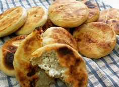 מאפה גבינות פשוט Bread Recipes, Cake Recipes, Cooking Recipes, Rosh Hashanah, Apple Pie, Food And Drink, Vegetarian, Tasty, Baking