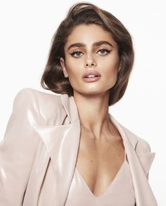 Recommended for you Taylor Marie Hill, Taylor Hill Style, Film Aesthetic, Aesthetic Girl, Carolina Herrera, Giorgio Armani, Balmain, Top Supermodels, Victoria's Secret