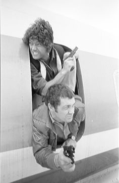 ~ Martin Shaw (Doyle) Lewis Collins (Bodie) - The Professionals ~