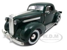 1936 Pontiac Deluxe Diecast Car Model 1/18 Green Die Cast Car By Signature Models