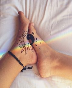 Cool, unique and small Yin Yang Tattoos with meaning and names for couples, best friends or sisters. The Best Yin Yang tattoos with suns, moons and dragons. Yin Yang Tattoos, Bff Tattoos, Ying Und Yang Tattoo, Ying Y Yang, Best Friend Tattoos, Future Tattoos, Body Art Tattoos, Tatoos, Small Tattoos