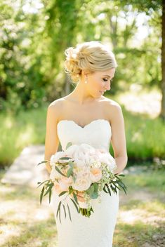 peachy pink bouquet with greens | Tucker Images