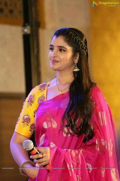 Engagement Hairstyles, Indian Bridal Hairstyles, Blouse Models, Saree Dress, Sari Blouse, Indian Beauty Saree, Indian Sarees, Silk Sarees, Up Dos