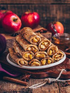 This vegan oven baked Apple Toast Roll-Ups are super easy to make in just 20 minutes. It's a delicious breakfast or dessert with a sweet apple-cinnamon filling. Serve them warm and crispy for a perfect snack. French Toast Roll Ups, Vegan French Toast, French Toast Sticks, Cinnamon French Toast, French Toast Bake, Apfel French Toast, Apple Recipes, Vegan Recipes, Cinnamon Recipes