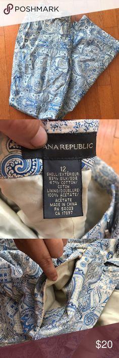 Banana republic blue paisley silk pants Silk cotton blend, great for summer! One hidden back zipper pocket. Good used condition Banana Republic Pants Trousers
