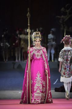 One couture confection was more elaborate than the next at the Alta Moda collection Dolce & Gabbana held at Milan's La Scala opera house. Dolce & Gabbana, Sarah Jessica Parker, Vogue Paris, Couture Fashion, Runway Fashion, Fashion Week, Fashion Show, Red Frock, Ivory Dresses
