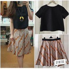 Model Dress Batik, Batik Dress, Dresses For Teens, Simple Dresses, Model Kebaya Modern, Chic Outfits, Fashion Outfits, Batik Kebaya, Blouse Batik