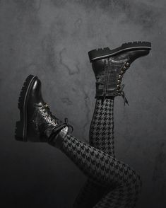 It's all a matter of perpective 👌🏽  #rockstyle #readytorock #wearechanging #eurekashoes #madeinportugal #handmadeshoes #fashionisfun #stylegoals #localhandmade