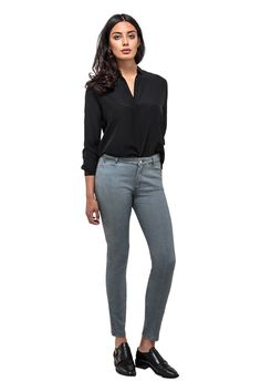 BROOKLYN GREY Brooklyn, Grey Jeans, Shorts, Pants, Fashion, Trousers, Grey Jeans Outfit, Trouser Pants, Moda