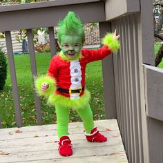 Not only do i love the grinch who stole christmas but i love homemade hallowee. We decided to be santa and his elf for halloween but tayzia had a better idea. The Grinch Baby Costume… Couples Halloween, Baby Halloween Costumes For Boys, Halloween Kids, Halloween Recipe, Toddler Boy Costumes, Halloween Makeup, Halloween Party, Halloween College, Halloween Office