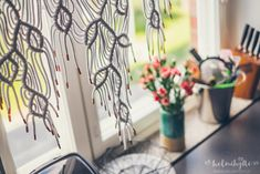 Helmihytti: DIY – Macrame curtains with asymmetrical vine pattern – English translation Macrame Art, Macrame Projects, Macrame Knots, Art Projects, Projects To Try, Crafts To Do, Arts And Crafts, Diy Crafts, Leaf Curtains