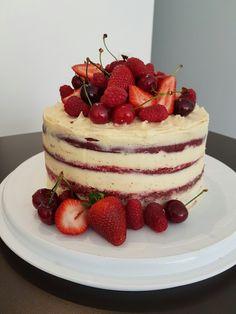 Naked Red Velvet Cake, Cream cheese frosting & Summer fruits. Fresh Raspberries, Strawberries & Cherries Sweets Cake, Cupcake Cakes, Cupcakes, Valentine Desserts, Christmas Desserts, Sweet Recipes, Cake Recipes, Red Velvet Cake, Italian Cream Cakes