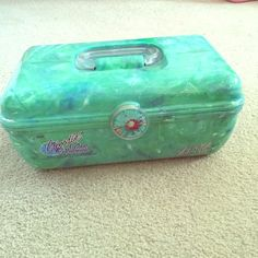Vintage 90's caboodle color collision makeup case This is awesome and in perfect condition. Great for a small makeup collection! Vintage 90's caboodle in green marble. Caboodle Bags Cosmetic Bags & Cases