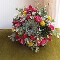 νυφικό μπουκέτο με παχύφυτα..Δεξίωση   Στολισμός Γάμου   Στολισμός Εκκλησίας   Διακόσμηση Βάπτισης   Στολισμός Βάπτισης   Γάμος σε Νησί - στην Παραλία. Floral Wreath, Wreaths, Wedding, Home Decor, Valentines Day Weddings, Floral Crown, Decoration Home, Door Wreaths, Room Decor