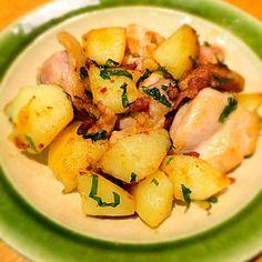 見た目は今朝のZIPのもこみちくんのレシピとかぶってしまいました(^^;; - 44件のもぐもぐ - 鶏肉とジャガイモの塩レモンソテー by aya