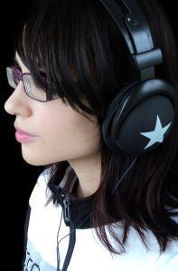 Meaningful ways to practice your listening skills Listening Skills, Listening To Music, Benefits Of Exercise, Health Benefits, Lose 20 Pounds Fast, Gym Music, Good Blood Pressure, Young Adult Fiction, Learn Faster