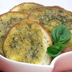 Garlic Bread with Herbed Basil Butter Butter Bread Recipe, Bread Recipes, South African Braai, South African Recipes, Ethnic Recipes, Bread Oven, Garlic Bread, Appetisers, Easy Snacks
