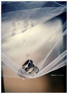 Creative Wedding Photo Poses Ideas | Unique Wedding Photography By Toole Art Michigan Ann Arbor Detroit #weddingphotography