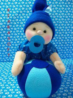 Patrón para hacereste dulce bebé con pelota.  Fuente:https://www.facebook.com/kiarasoft/ DIY como hacer un muñeco BabyMuñecos portarollos de papel higiénicoPatrón de pequeña muñecaComo hacer ovejas con calcetinesMuñeco disfrazado de conejoMuñeco de nieve esquiadorMuñecos de nieve en escaleraPerro hecho con calcetinesMuñeco en pijama con baberoMuñeco Papá Noel en telaMuñecos adolescentesConejo divertido de tela, con patrónSapito …