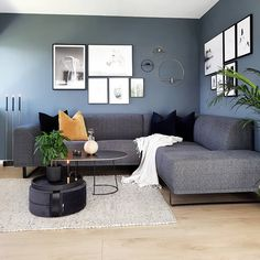 ~ Livingroom ~ 🌱 Håper alle har hatt en grei mandag 🖤 Her New Living Room, Interior Design Living Room, Home And Living, Living Room Designs, Living Room Decor, Nordic Living Room, House Of Turquoise, Living Room Inspiration, Diy Bedroom Decor