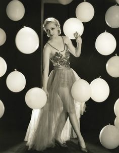 Love everything about this picture 1930s movie star Carole Lombard with balloons