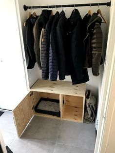 DIY kattenbak meubel - diy projects Cat Work, Dog Furniture, Litter Box, Small Apartments, Wardrobe Rack, Dog Cat, Kitten, Catfish, Bedroom Ideas