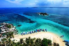 To the idyllic beaches of Belitung…