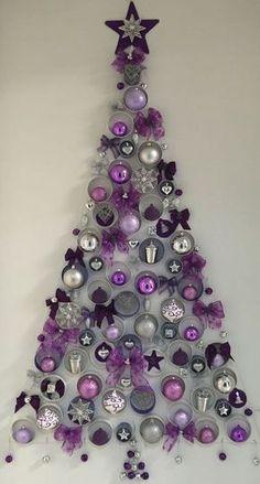 Si no cuentas con mucho espacio para colocar un árbol de navidad de tamaño tradicional o no cuentas con un presupuesto muy holgado o ya sea, que quieres un diseño innovador o improvisar un arbolito en tu lugar de trabajo, hay muchas formas de hacerlo. Puedes hacer un arbolito al estilo tradicional pequeñito, usando el …
