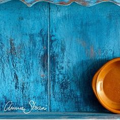 A detail of a dresser I did. Started with Scandinavian Pink. Then a coat of Napoleonic Blue and then finally a coat of Greek Blue, which was Clear Waxed, coarse sanded and scraped. Made until I achieved a rich rustic look! Chalk Paint Colors Furniture, Blue Painted Furniture, Blue Furniture, Colorful Furniture, Furniture Ideas, Annie Sloan Painted Furniture, Annie Sloan Chalk Paint, Best Chalk Paint, Napoleonic Blue