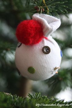Last minute Christmas decorations: balls with an old baby sock , buttons, and yarn.