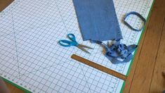 Hottest Pics Free Upcycled Jeans Chalk Bag Crochet Pattern Style I love Jeans ! And even more I like to sew my very own Jeans. Next Jeans Sew Along I'm planning Jean Crafts, Denim Crafts, Upcycled Crafts, Artisanats Denim, Denim Rug, Diy Carpet, Carpet Ideas, Denim Ideas, Recycle Jeans