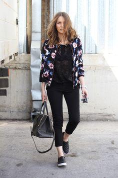 A Bomber Jacket é uma tendência vinda do guarda-roupa masculino, a estampa floral dá um toque feminino ao look, tornando-a uma peça chave no guarda-roupa! Confira versão linda e acessível da Bomber Jacket na IVY Store www.theivystore.com.br