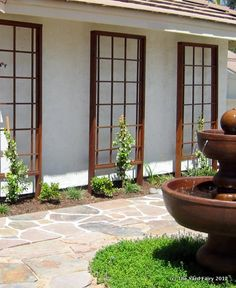 Self supporting trellis panels to provide a welcoming entrance to your home