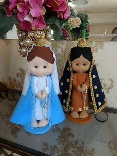 Muñecos Raggy Dolls, Kawaii Felt, Felt Crafts, Diy Crafts, All Saints Day, Christmas Crafts, Christmas Ornaments, Felt Patterns, Doll Hair