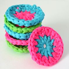 Neon Crochet Pot Scrubbers Tutorial Tulle scrubbies I don't like sponges being used in clean up situations. I've just heard way too much about ge. Crochet Kitchen, Crochet Home, Knit Or Crochet, Crochet Gifts, Learn To Crochet, Loom Crochet, Crochet Things, Crochet Bunny, Tulle Crafts