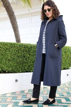 Tessuti Melbourne Trench Coat – This classic, single-breasted trench coat is unlined and fe. Dress Making Patterns, Coat Patterns, Sewing Patterns, Sewing Ideas, Sewing Projects, Raincoats For Women, Jacket Pattern, Fabric Online, Trench Coats