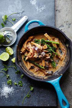 Joe Wicks' Massaman chicken curry recipe Lunch Recipes, Healthy Dinner Recipes, Cooking Recipes, Healthy Dinners, Joe Wicks Recipes, Clean Eating, Healthy Eating, Healthy Food, Yummy Food