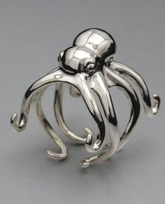 Shiny Octopus Ring - Let's be serious. It has tentacles. Jewelry Box, Jewelry Rings, Jewelry Accessories, Jewelry Design, Unique Jewelry, Jewellery, Luxury Jewelry, Jewelry Holder, Diy Jewelry