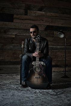 Eric Church TalksMr. Misunderstood, His Gibson Hummingbird Dark and More
