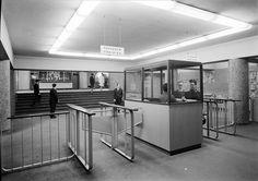 Entrada para o átrio Norte da estação da Avenida. Fotógrafo: Estúdio Horácio Novais. Data de produção da fotografia original: posterior a 1959.  [CFT164-56683.ic]
