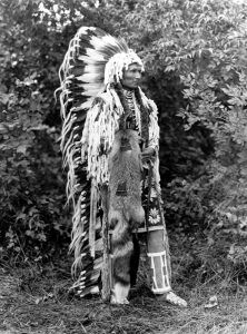 Vintage photos of notable Native American Chiefs and Leaders. Native American Pictures, Native American Beauty, Native American Tribes, Native American History, Native Americans, American Art, Art Indien, Into The West, Native Indian