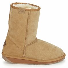 CHRISTMAS WISHLIST: A leather upper and sheepskin lining are what these mid boots from Emu offer to keep you warm! #shoes #boots #sheepskin #emu #winter #snowboots #midboots #womens #fashion #uk