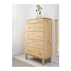 IKEA - TARVA, Lipasto, 5 laatikkoa, , Massiivipuuta, kestävää ja kaunista luonnonmateriaalia.Käsittelemättömän massiivipuupinnan voi öljytä, vahata, lakata tai petsata kestävämmän ja helppohoitoisemman pinnan aikaansaamiseksi.Helposti avattavassa ja suljettavassa laatikossa on pysäyttimet.Mitoitettu SKUBB-laatikoille (6 kpl/pakkaus), jotka helpottavat kaappien ja laatikoiden järjestämistä.