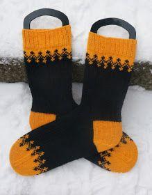 Käsistä karannut: Simppelisti Savon väreissä Knitted Mittens Pattern, Hand Knitted Sweaters, Knit Mittens, Knitting Socks, Hand Knitting, Knitted Hats, Knitting Charts, Knitting Patterns, Wool Socks