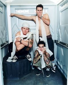 nothing puts a bigger smile on my face then crankin some old blink!