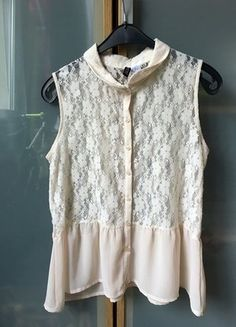 Kup mój przedmiot na #vintedpl http://www.vinted.pl/damska-odziez/bluzki-z-krotkimi-rekawami/15551038-koronkowa-bluzka-z-falbanka-mgielka-hm-zara-basic-azurowa-bluzka