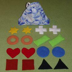 Hmatový pytlíček (č.3) Různé tvary, různé barvy. Hmatový pytlíček je v nejširší části 22 cm široký a 17 cm vysoký. Otvor pro ruku je v průměru zhruba 8 cm. V pytlíčku je 8 dvojic tvarů (kruh, čtverec, obdélník, trojúhelník, hvězda, srdce, kroužek, kříž). Každý tvar má jinou barvu (bílá, žlutá, oranžová, červená, modrá, zelená, hnědá, černá) takže ...