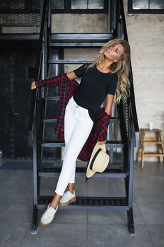 outfits casuales Summer fashion Sweet casual outfit for errands. Best Photo Poses, Girl Photo Poses, Girl Poses, Sibling Poses, Model Poses Photography, Photography Hashtags, Photography Tricks, Exposure Photography, Photography Courses