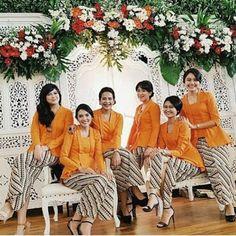 Model Baju Batik kebaya modern terbaru kutubaru embos orange